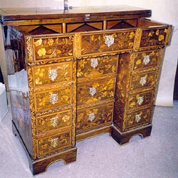 French polishing 18th century Marquetry Dressing Table