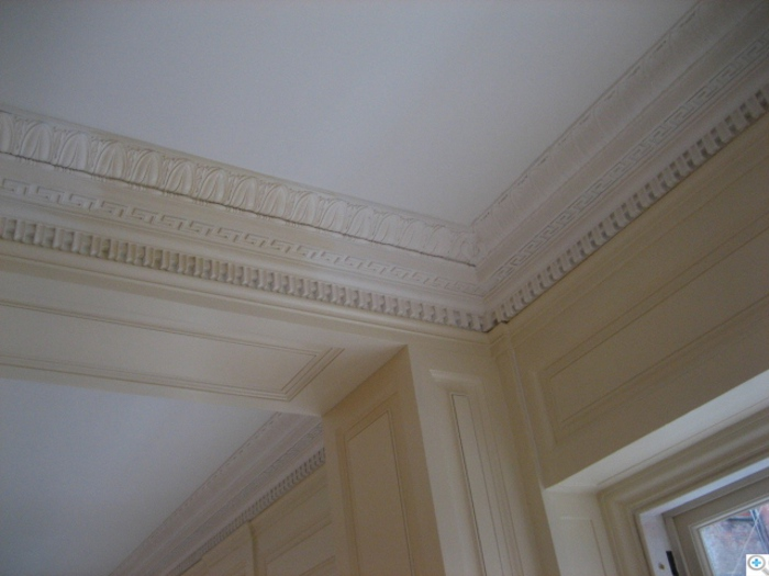 Detail of the cornice was installed
