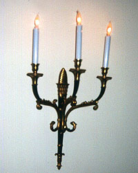 Restored sconce black lacquer & (gilt) ormolu, rewired, reinstalled