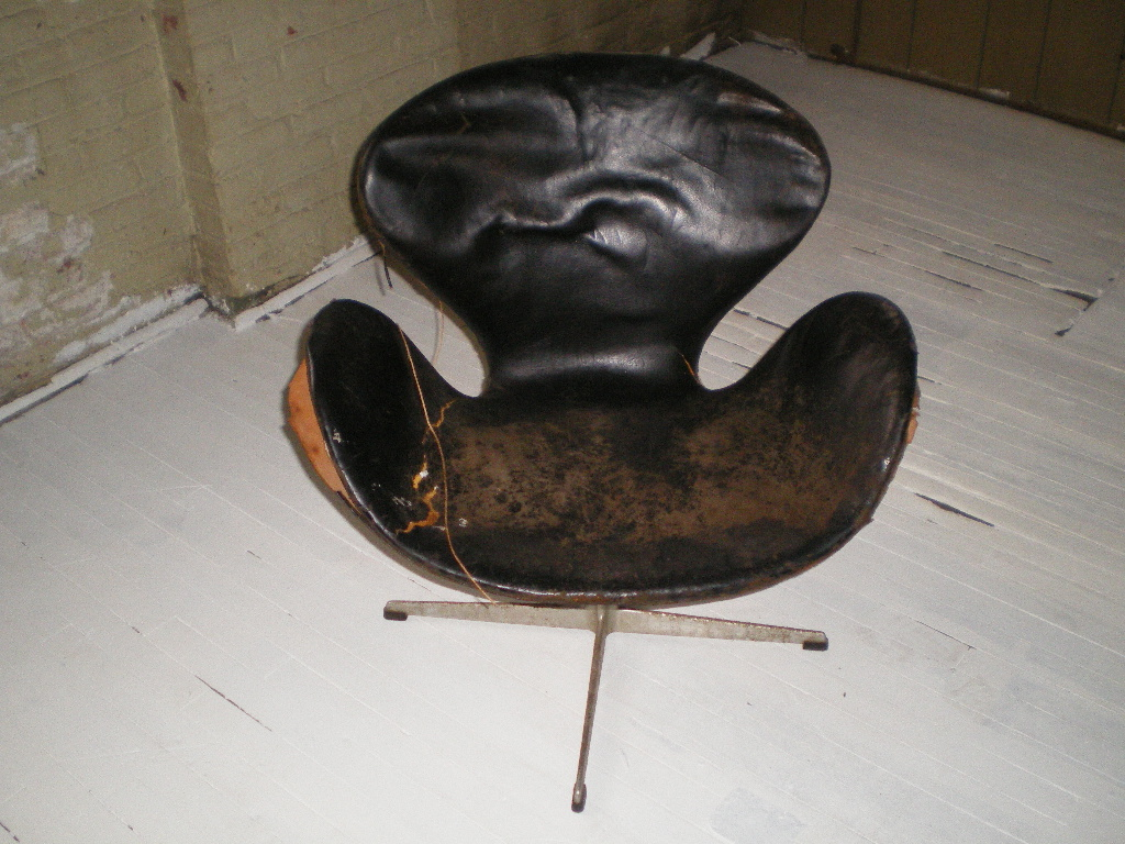 Vintage Eero Aarnio Swan Chair BEFORE