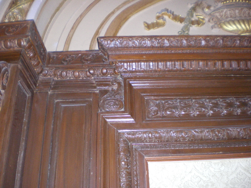 CUSTOM WOOD AND PLASTER MOLDING